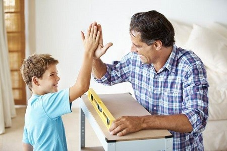 Отец хвалит сына