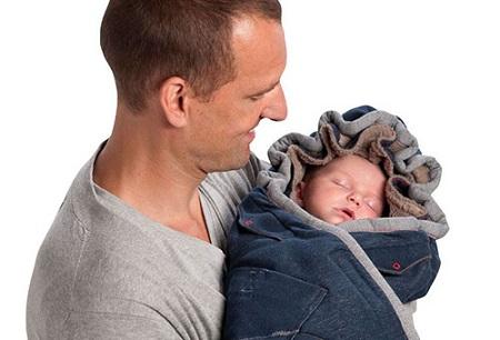 ребенок в конверте для новорожденных