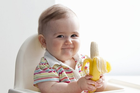 Со скольки месяцев давать банан ребенку