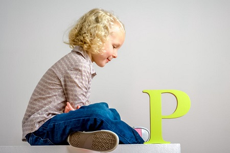 Ребенок с буквой р